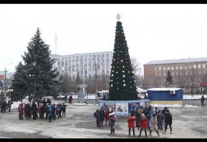 Embedded thumbnail for У Полтаві на дві новорічні красуні стало більше